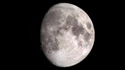 رویت سازه غول پیکر شناور روی ماه! +فیلم