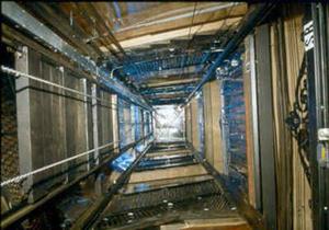 مرگ یک نفر با سقوط آسانسور