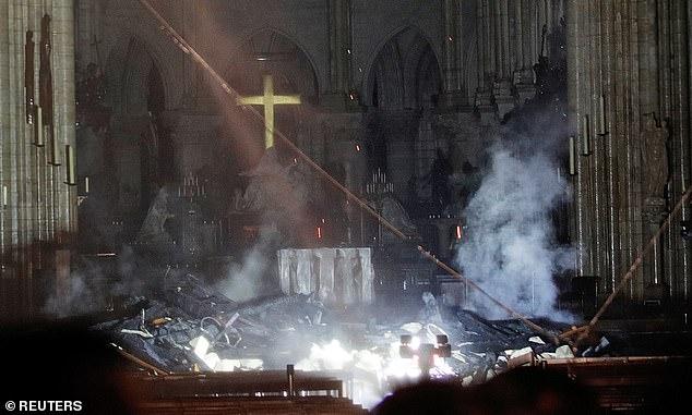 چه گنجینههایی در کلیسای نوتردام حفظ و نابود شده اند؟ +تصاویر