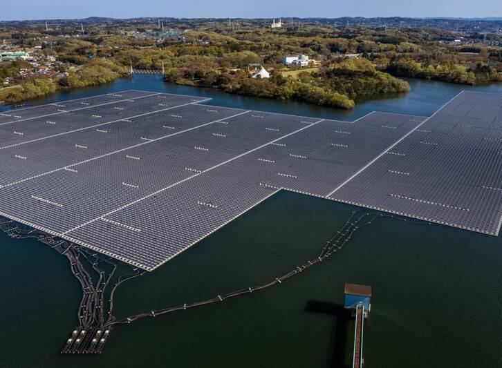 تصویری از بزرگترین نیروگاه خورشیدی شناور ژاپن