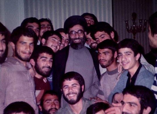 خاطره آیتالله خامنهای از تعامل با جوانان و نظر ایشان درباره جوانان دوران انقلاب و جوانان دوران طاغوت +تصویر