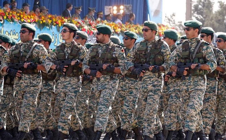 ارتش در کنار سپاه آماده دفاع از انقلاب اسلامی است