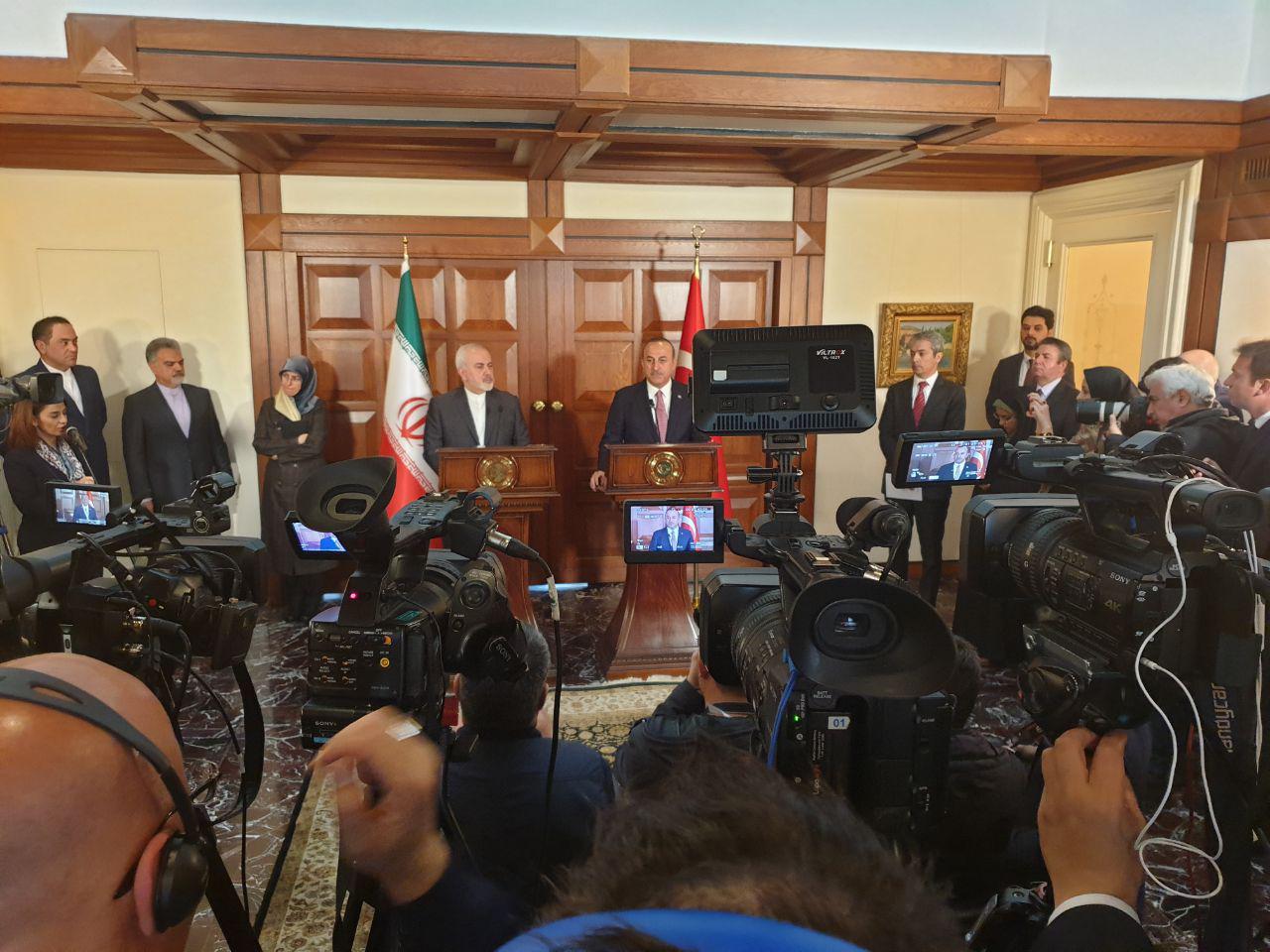 حضور وزراء خارج ایران و ترکیه در کنفرانس مطبوعاتی مشترک