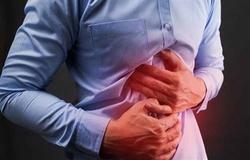 ۱۶ راهکار طب سنتی برای درمان «زخم معده»/ مبتلایان به اولسر پپتیک چه خوراکیهایی را نباید بخورند؟