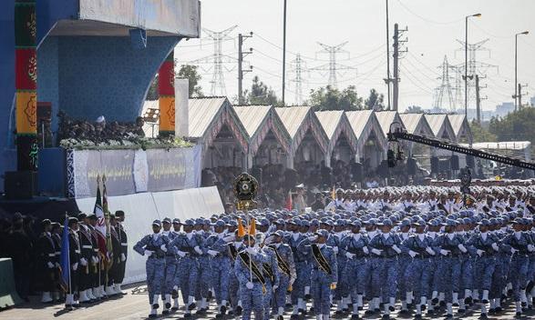 رژه روز ارتش برگزار شد/ رونمایی از تجهیزات ارتش قدرتمند جمهوری اسلامی ایران