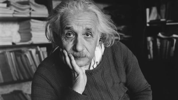۱۰ را زندگی انیشتین، دانشمند ژولیده