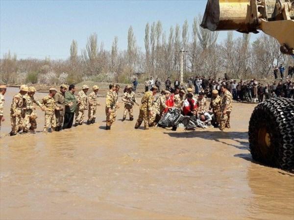حضور فعال گروه مهندسی ۴۳ امام علی ملایردر بازسازی مناطق سیل زده