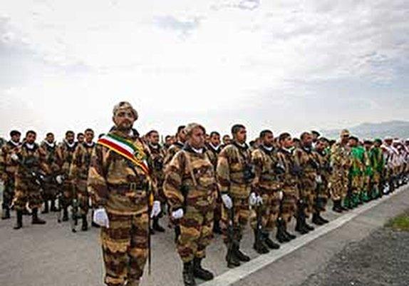 باشگاه خبرنگاران - رژه خدمت به مناسبت روز ارتش در گلستان/ تجهیزات نیروهای مسلح سد آهنین مقابل دشمنان