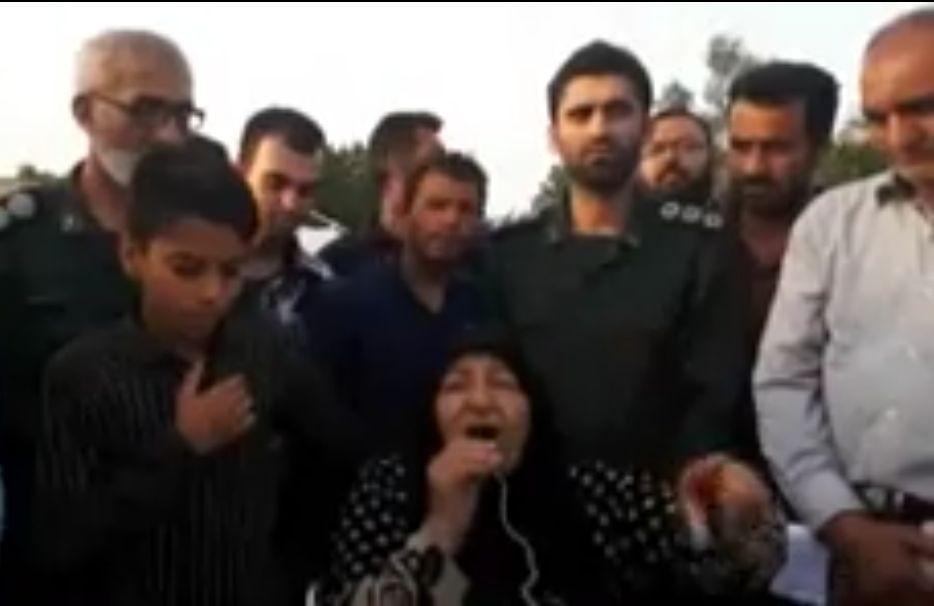 سخنرانی زیبای مادر شهیدان فرجوانی در جمع مردم سیلزده حمیدیه + فیلم