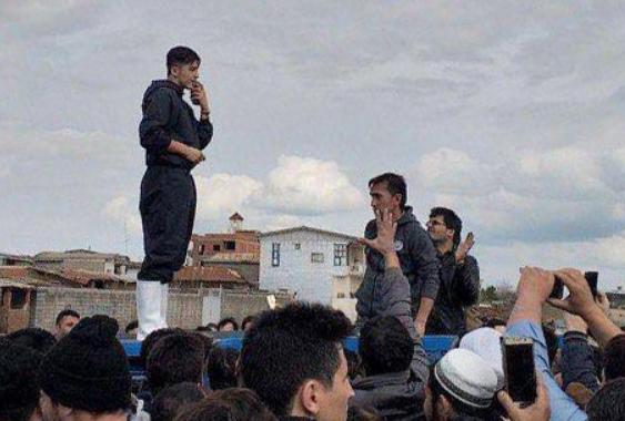 سردار آزمون برای کمک به سیلزدگان گلستان رخت جهادی به تن کرد +فیلم