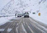 باشگاه خبرنگاران -ارتفاعات جاده چالوس و هراز برفی / آمد وشد خودروها در محورهای برفگیر با زنجیر چرخ
