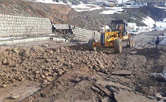 کارشناسان برای مطالعات تایید ایمنی زمین جایگزین روستای حسین آباد کالپوش دست به کار شدند