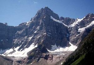 باشگاه خبرنگاران -مرگ سه کوهنورد شناختهشده در یکی از کوهستانهای کانادا به علت سقوط بهمن