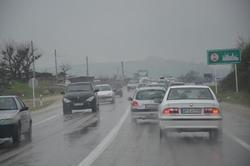 سطح جادههای استان زنجان خیس و لغزنده است/خطر ریزش کوه در محور تهم – چورزق