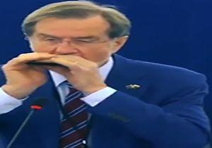 سازدهنی زدن نخست وزیر سابق اسلوونی برای کلیسای نتردام + فیلم