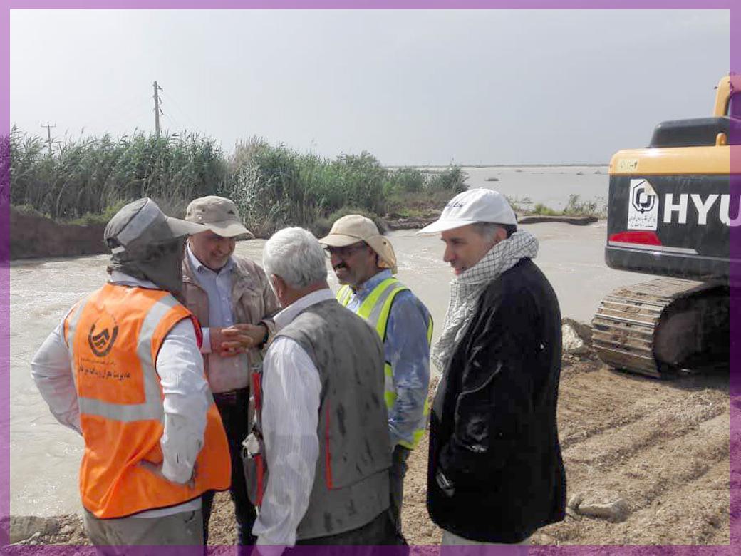 تلاش شبانه روزی تیم های عملیاتی در استان خوزستان جهت تقویت سیل بند بستان به سوسنگرد