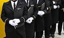 6 رازی که حضور مهمانداران در مقابل درب هواپیما را توجیه میکند