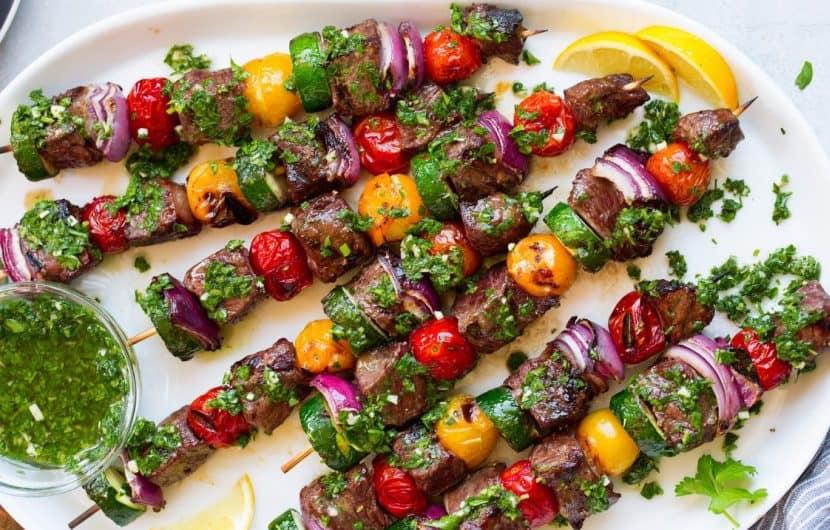 کباب استیک با سس چیمیچوری و سبزیجات رنگی + دستور تهیه