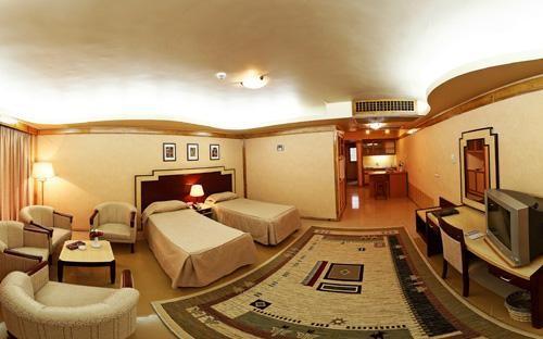 ۹۰ درصد از ظرفیت هتلهای مشهد تکمیل شد
