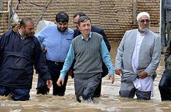 مصدومیت جزئی پرویز فتاح در جریان بازدید از مناطق سیل زده آققلا +عکس
