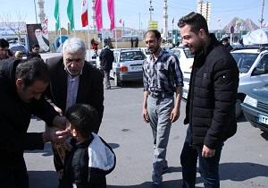 عیدی میراث قم به کودکان مسافران نوروزی