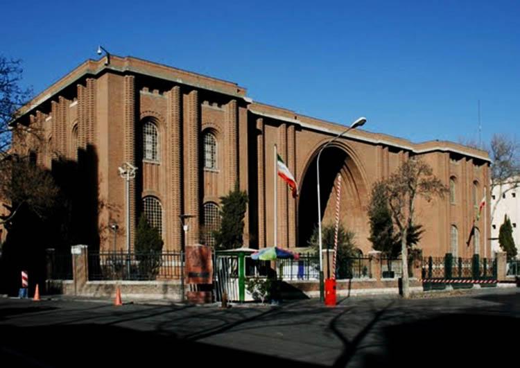 اولین موزه ایران به دستور چه کسی تاسیس شد؟