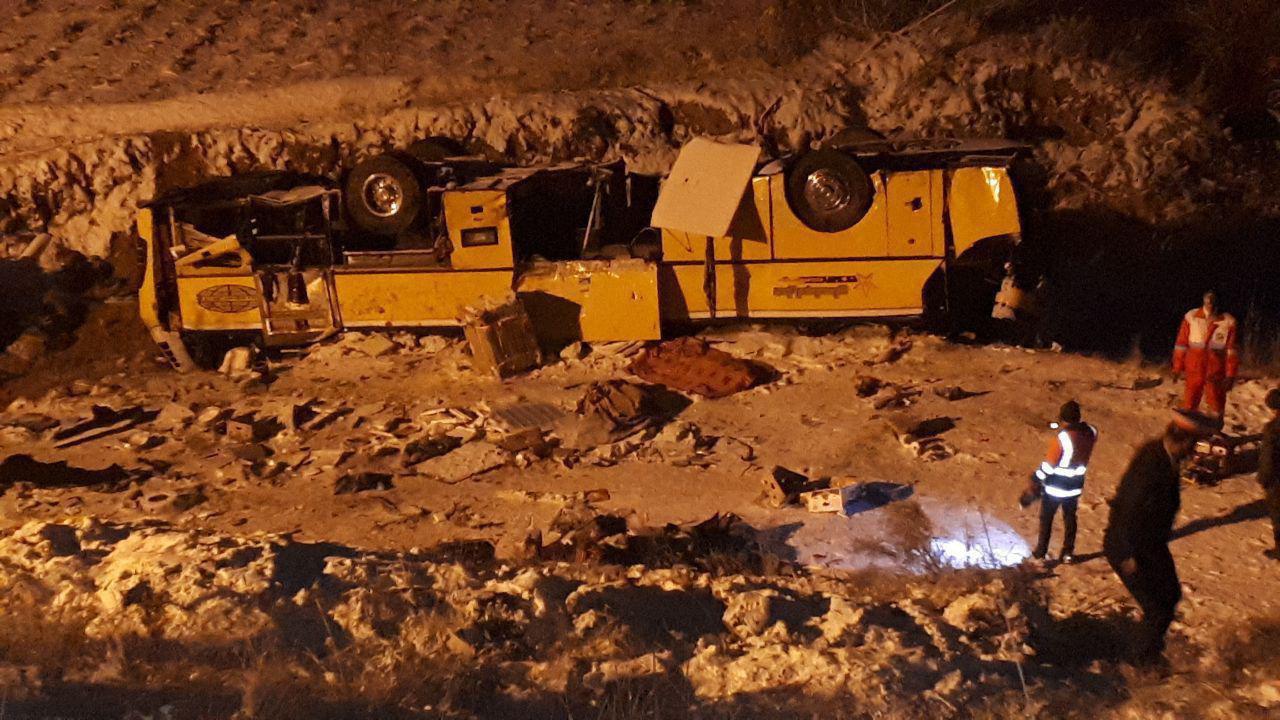 واژگونی اتوبوس در محور زنجان - تبریز/ ۱۸ نفر کشته و مصدوم شدند