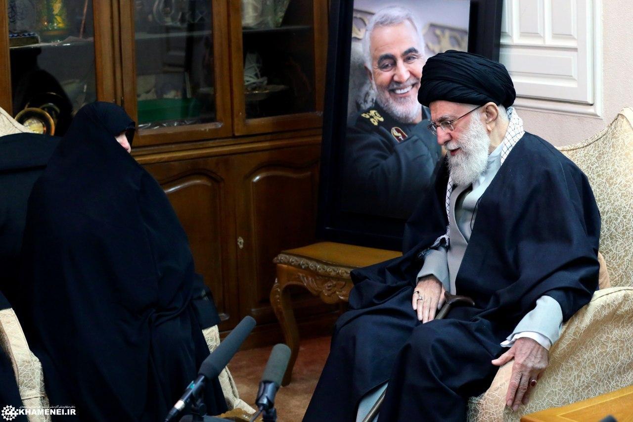 رهبر معظم انقلاب در منزل سردار شهید سلیمانی حضور پیداکردند + تصویر