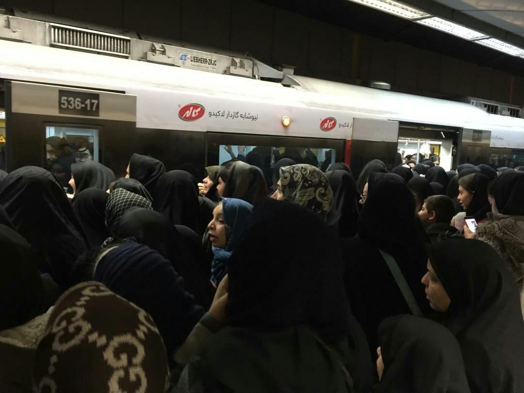 انبوه جمعیت در ایستگاههای مترو تهران