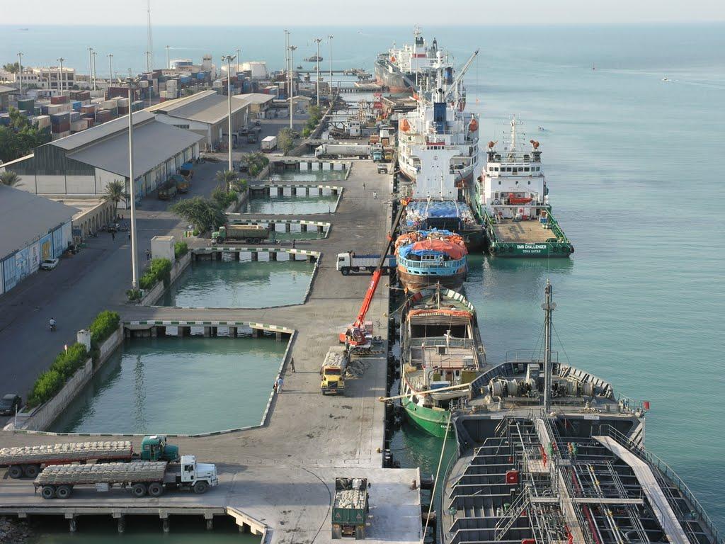 دومین کشتی حامل کالای اساسی در اسکله بندر بوشهر پهلو گرفت