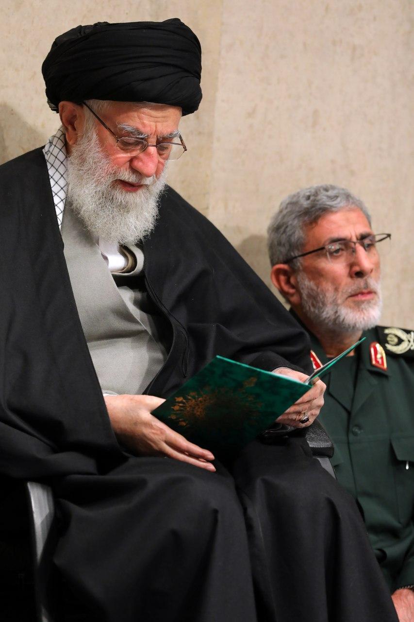تصویر جدیدی از سردار قاآنی فرمانده جدید نیروی قدس سپاه در کنار رهبر انقلاب