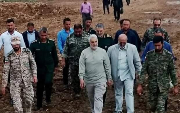 بزرگترین فرمانده نظامی جهان برای سیلزدگان بیل به دست گرفت