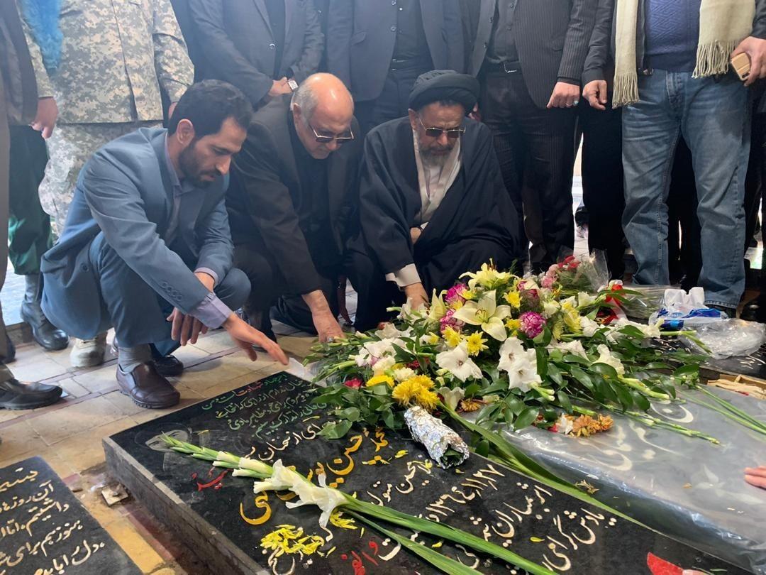 وزیر اطلاعات بر مزار سردار سلیمانی حاضر شد