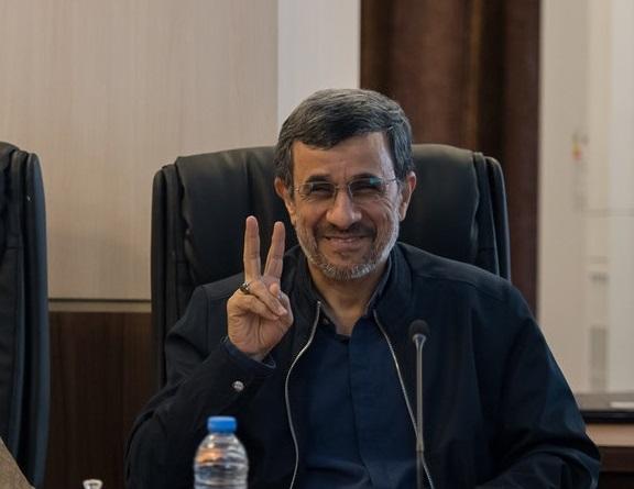 تعلیق عضویت محمود احمدینژاد در مجمع تشخیص مصلحت صحت ندارد