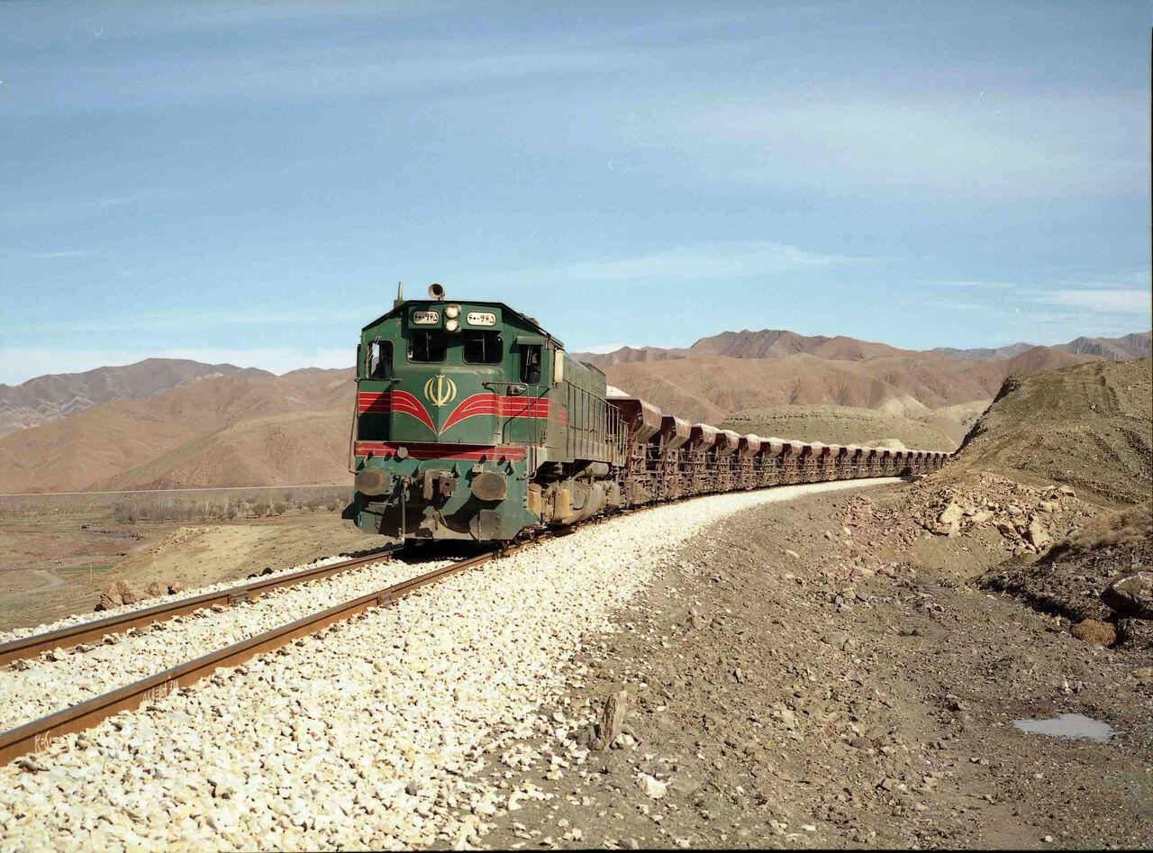 توقف قطار مسافربری در منطقه رودماهی
