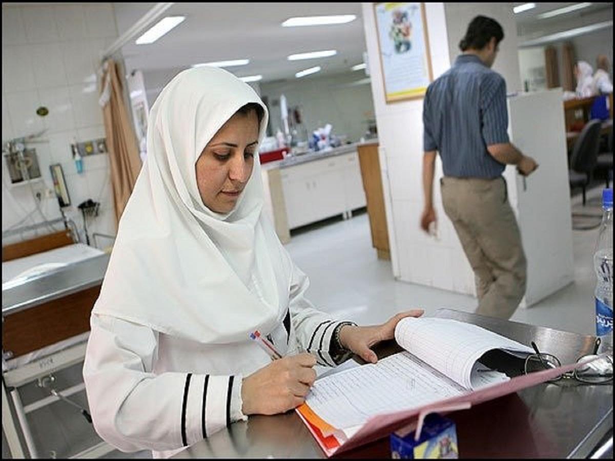 خبرنگار: جنیدی/ تبیین نقش پرستاران در اجرای برنامه پوشش همگانی سلامت / تدوین شیوه نامهی آموزش سلامت به خانوادهها / معوقه کارانه پرستاران در حدود ۱۰ ماه است / آمار پایین نیروی پرستار نسبت به جمعیت در کشور