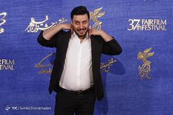 همراه با پرکارترین بازیگر جشنواره فیلم فجر/ دورخیزِ بلند و پر هیجان جواد عزتی برای دریافت سیمرغ