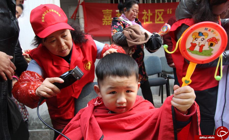 خرافات عجیب چینی ها برای تراشیدن موی سر کودک!///