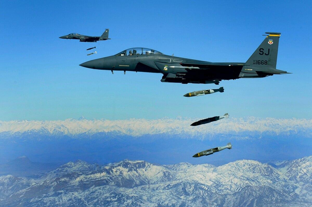 آمریکا طی ۹ ماه اول سال گذشته میلادی ۸ هزار بمب در افغانستان پرتاب کرده است