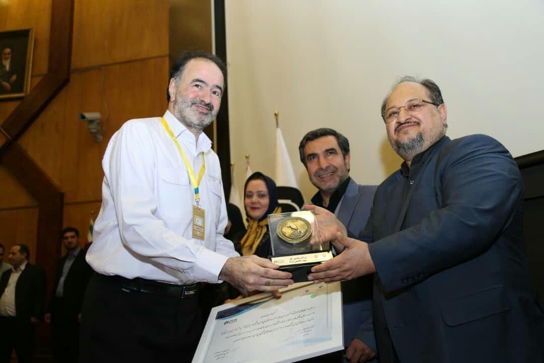 اهدای جایزه سومین همایش ملی مسئولیت اجتماعی به پالایشگاه سرخس