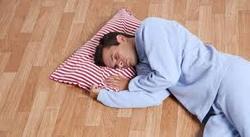 عوارض خوابیدن روی زمین