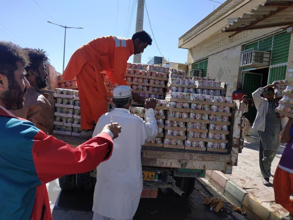 کمک ۳۴۰ میلیونی توسط اصناف شهرستان نیکشهر به سیل زدگان سیستان و بلوچستان