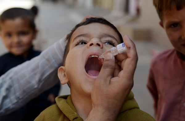 واکسیناسیون تکمیلی خانه به خانه فلج اطفال در جنوب کرمان