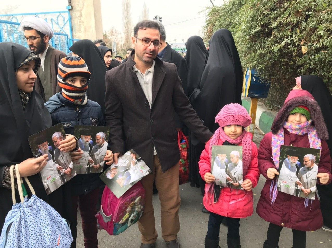حضور پرشور مردم با سربندهای «یا مُنتقم» در نماز جمعه تهران