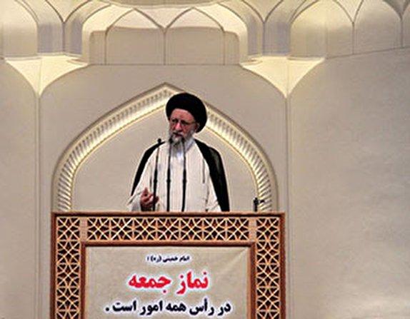 ملت ایران تمام قد از سپاه حمایت میکند