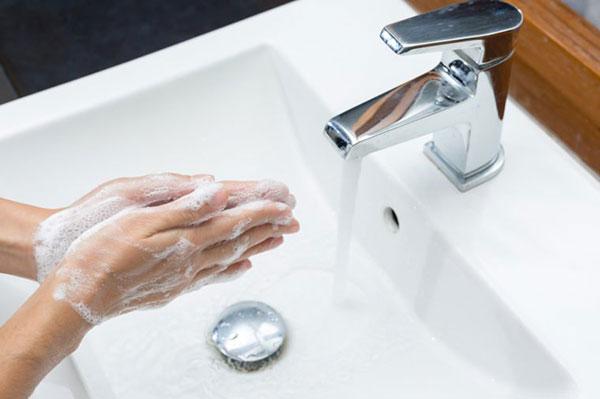نشستن دستها چه بلاهایی به سرتان میآورد؟