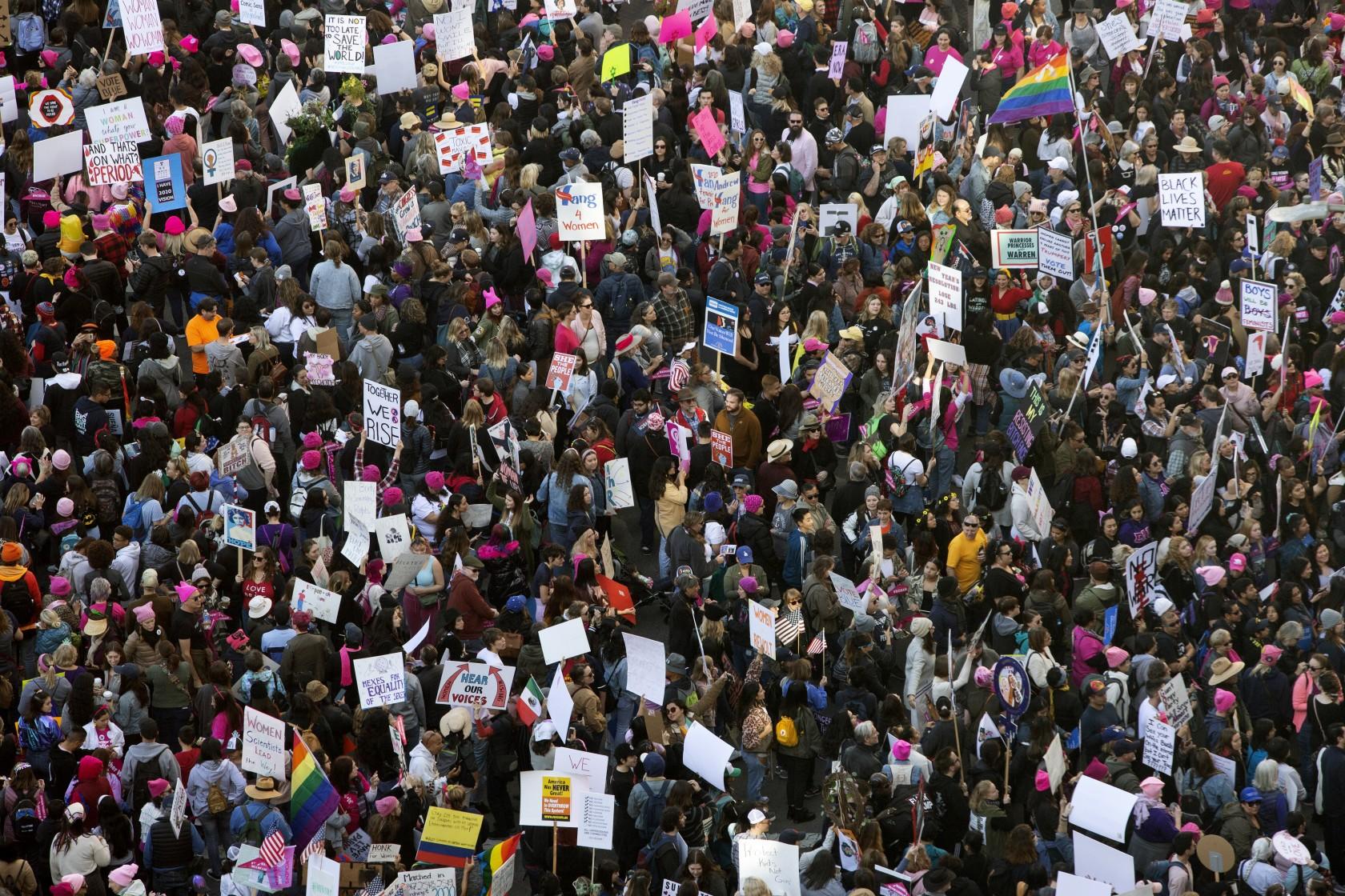 راهپیمایی حقوق زنان در واشنگتن به تظاهرات ضد ترامپ تبدیل شد