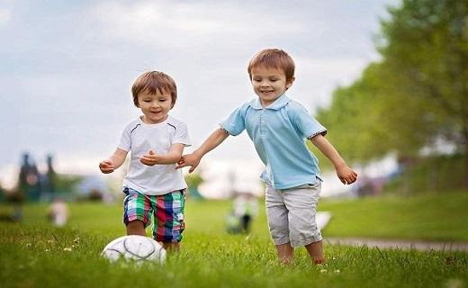 کودکان فوتبالیست
