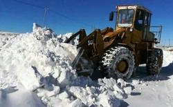 برف راه ارتباطی ۱۲۴ روستا در زنجان را مسدود کرد