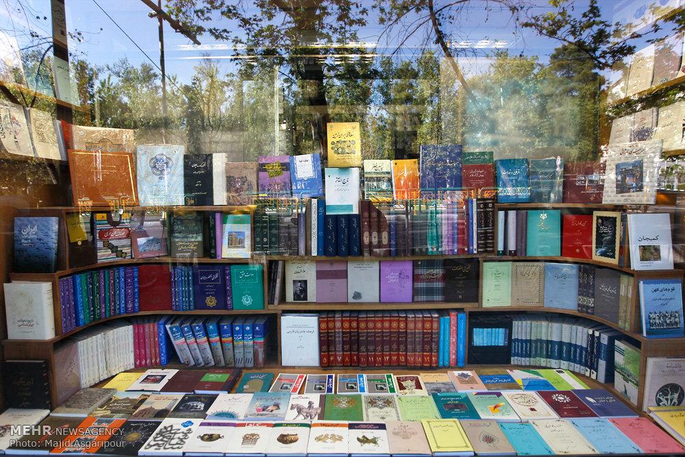 شهرداری تهران ملزم به نصب تابلوهای راهنما برای کتابفروشیها شد